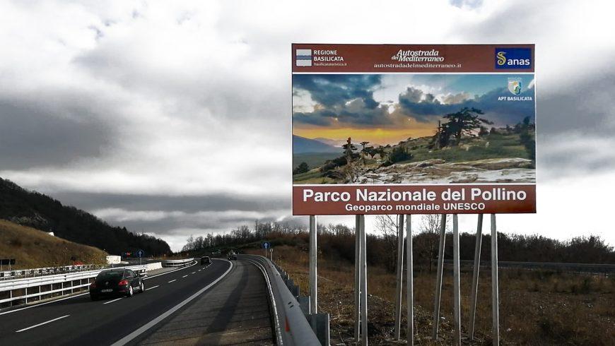 Segnaletica verticale per le attrazioni turistiche sull'A2 del Mediterraneo